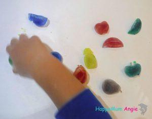 Ζωγραφίζοντας με παγάκια..